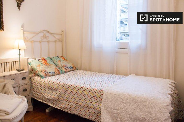 Sarrià-Sant Gervasi Barcelona'da 4 yatak odalı dairede oda