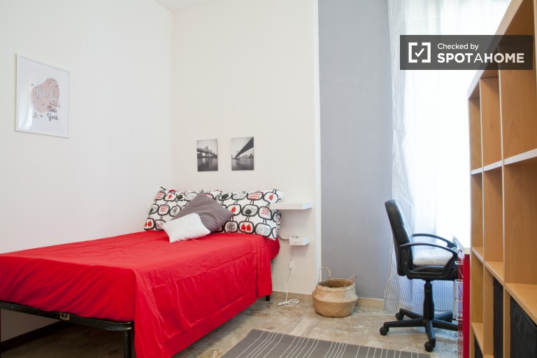 Double Bed in Rooms for rent in refurbished, 8-bedroom apartment with balcony in Parioli area