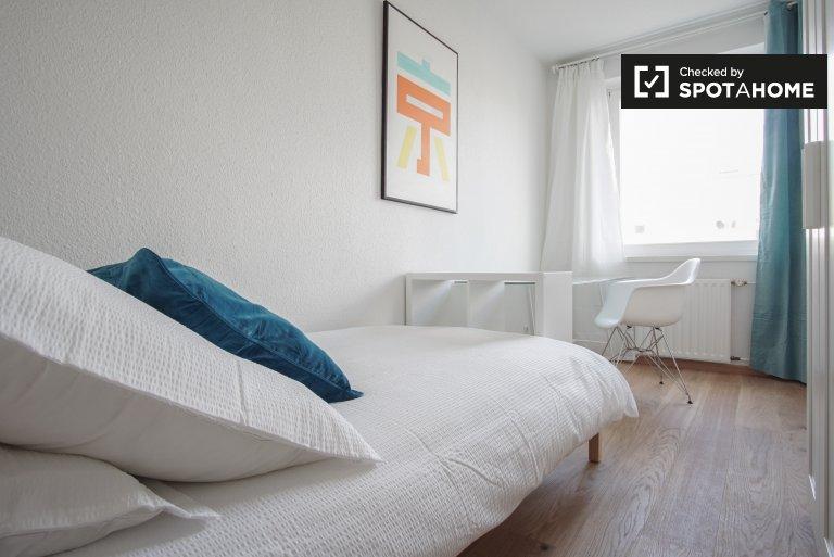 Room in 4-bedroom apartment in Treptow-Köpenick, Berlin