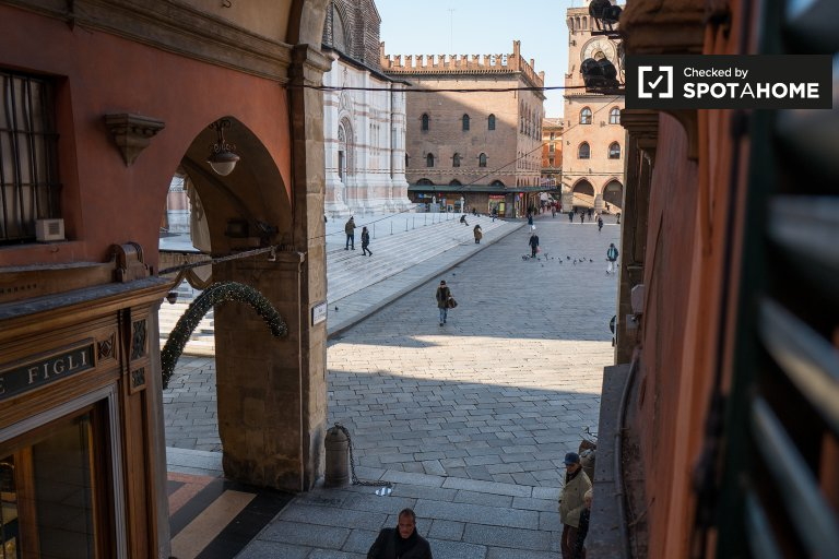 Charming 1-bedroom apartment for rent in Piazza Maggiore, Bologna city center