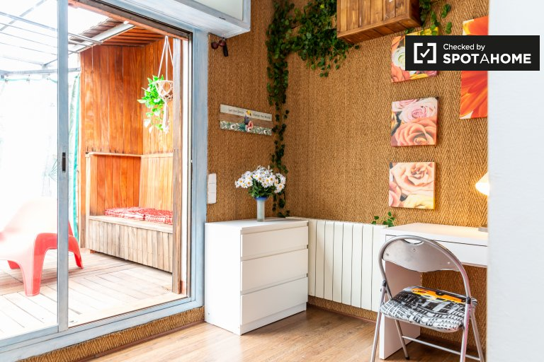 Zimmer zu vermieten in fabelhafter Wohnung in L'Esquerra de l'Eixample