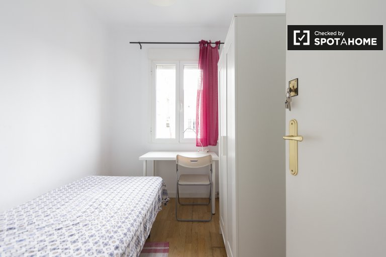 Cool room for rent in 4-bedroom apartment in Atocha, Madrid