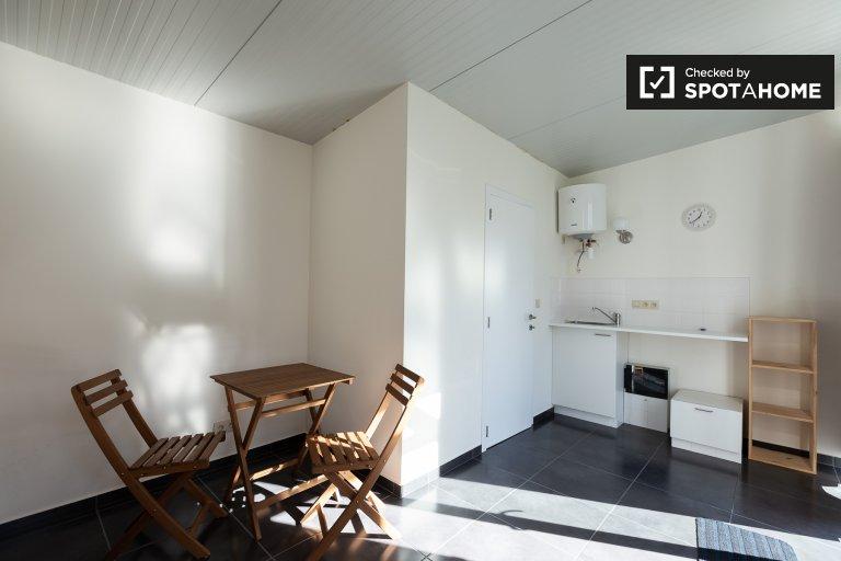 Lindo apartamento de estúdio para alugar em Ottenburg, em Bruxelas.