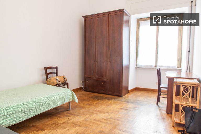 Furnished room in apartment in San Giovanni, Rome