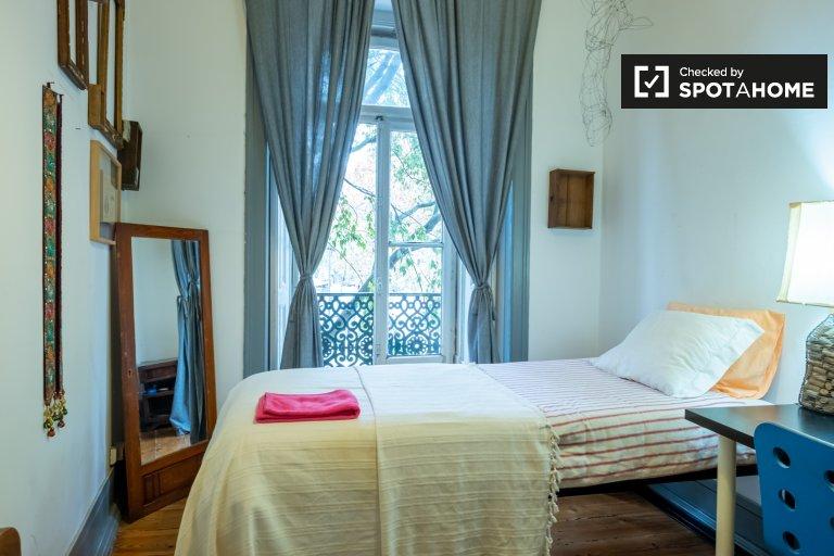 Pokój do wynajęcia w 6-pokojowym mieszkaniu w Estrela, Lizbona