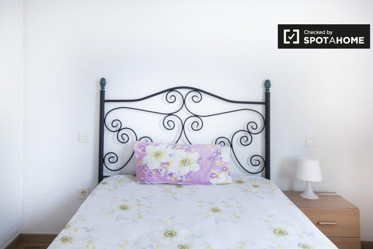 Chambre décorée dans un appartement partagé à Chamberí, Madrid
