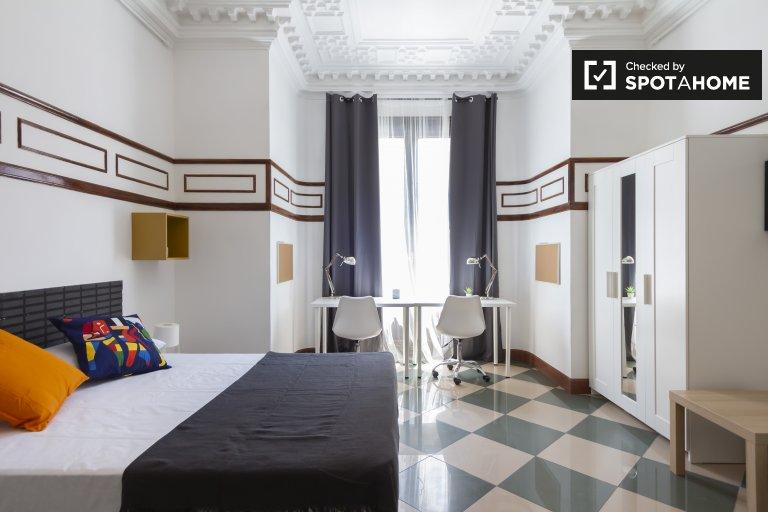 Habitación enorme en un apartamento de 9 dormitorios en Malasaña, Madrid