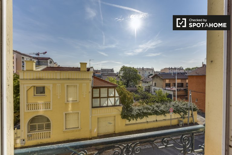 Luminous 2-bedroom apartment for rent in Montchat and La Villette