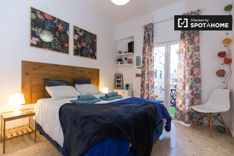 Double Bed in Rooms for rent in chic 3-bedroom apartment in Realejo