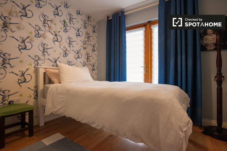 Camera in affitto in appartamento con 2 camere da letto a Stepaside