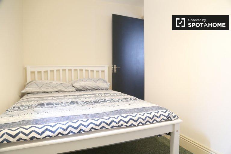 Charmantes Zimmer zu vermieten in 8-Zimmer-Haus in Stoneybatter
