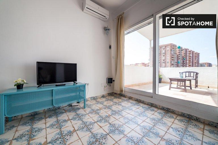 Apartamento de 3 dormitorios en Cabañal, Valencia.