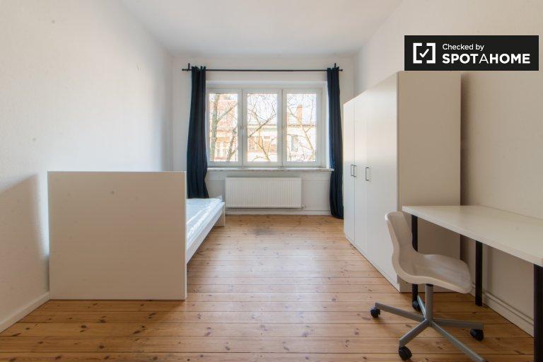 Chambres à louer dans l'appartement de 3 chambres à Neukölln, Berlin