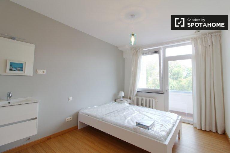 Chambre à louer dans un appartement de 4 chambres à Woluwe-Saint-Pierre