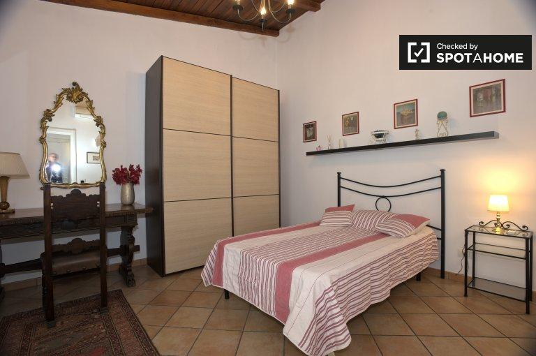 Roma'nın Casetta Mattei'ndeki 3 odalı bir daireden oluşan geniş oda