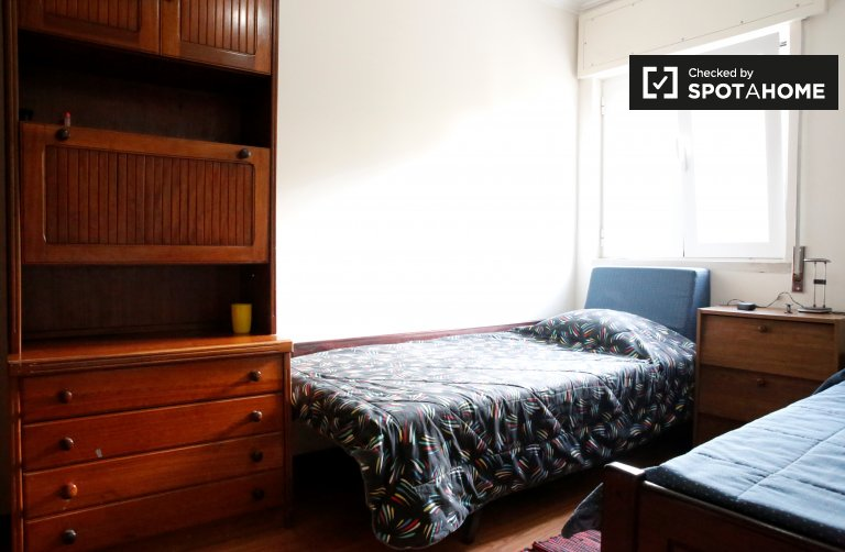 Cosy room for rent in 3-bedroom apartment