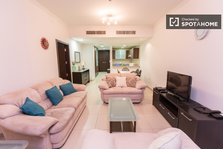 Large 1-bedroom apartment with AC for rent in Jumeirah Lake Towers
