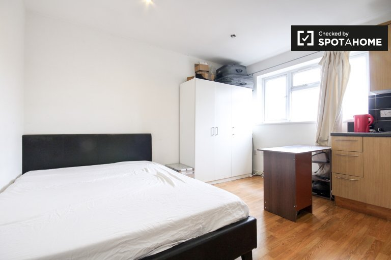 Cozy studio flat to rent near Queen Mary University in Newham