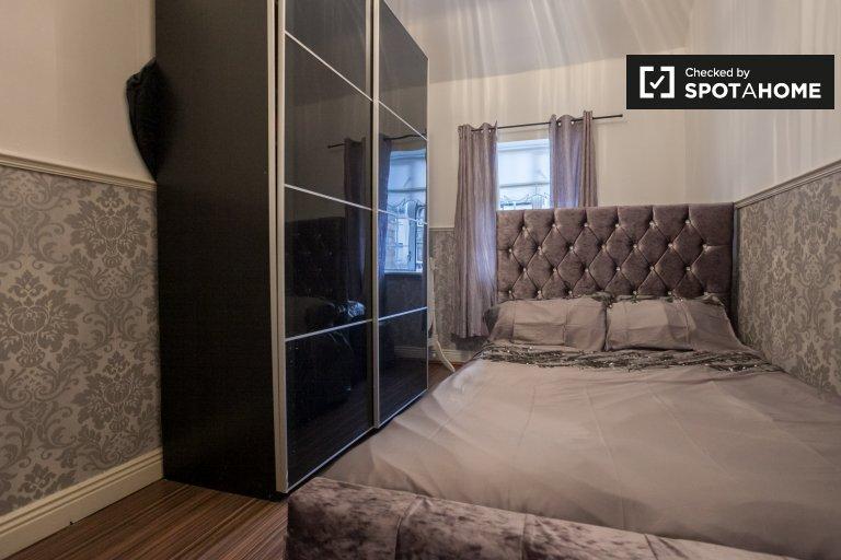 Chambre luxueuse à louer dans une maison de 4 chambres à coucher à Crumlin, Dublin