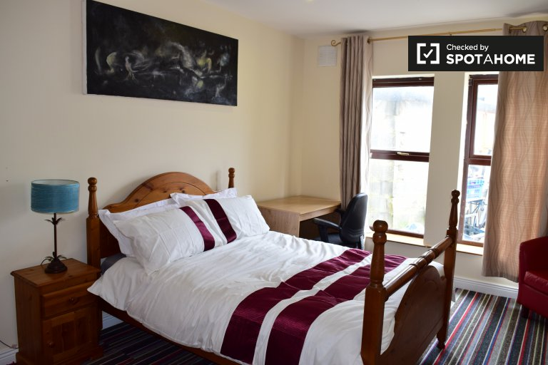 Helles Zimmer in einer 4-Zimmer-Wohnung in Swords, Dublin
