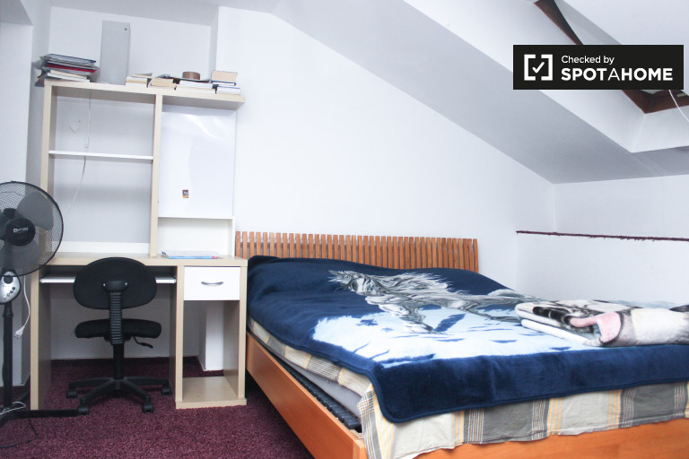 Double Bed in Room for rent in a 3-bedroom duplex in Spandau