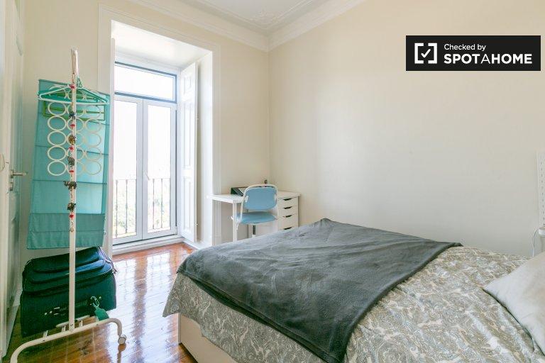 Helles Zimmer zu vermieten, 4-Zimmer-Wohnung, Campo de Ourique