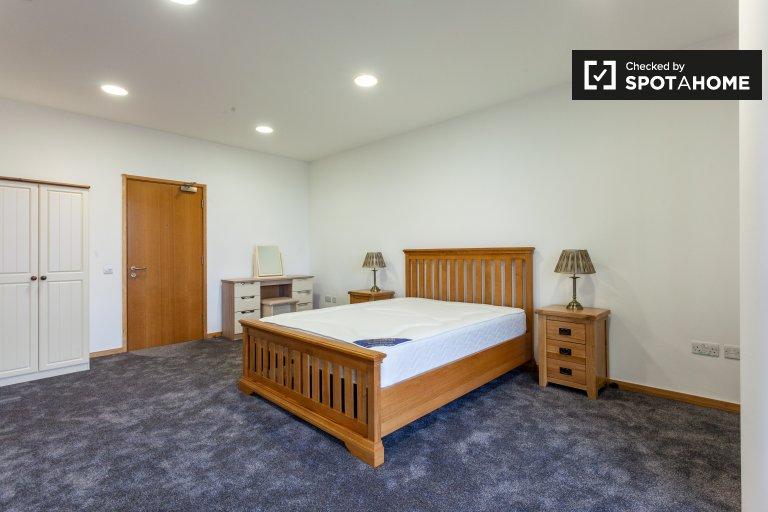 Quarto luminoso com 2 quartos para alugar em North Inner City
