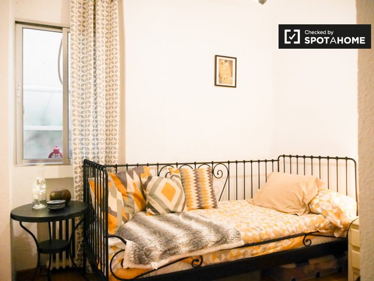 Alquilo habitación en apartamento de 2 dormitorios en el Retiro, Madrid