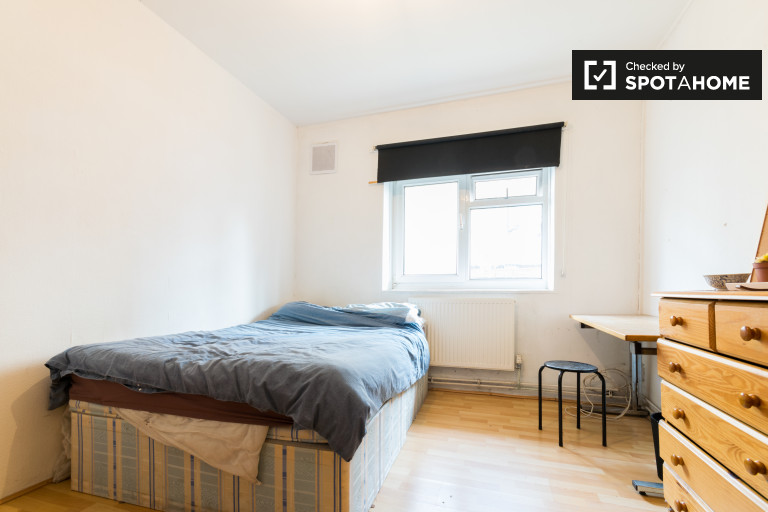 Tolles Zimmer in 4-Zimmer-Wohnung in Bethnal Green, London