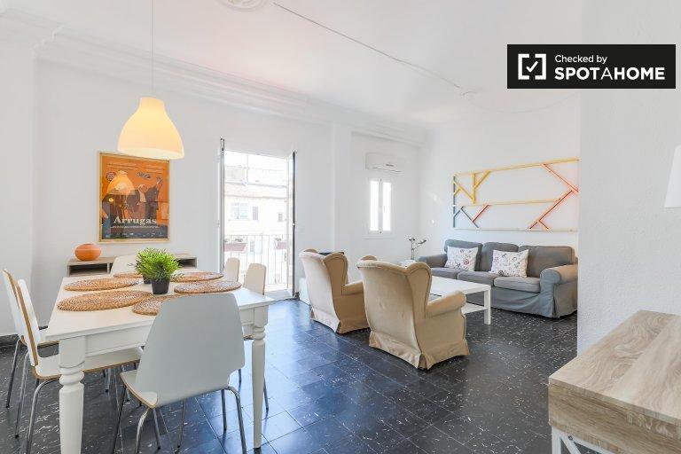 Apartamento de 3 dormitorios en alquiler en Eixample, Valencia