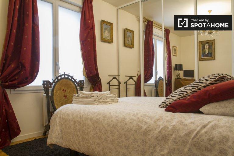 Chambre décorée dans un appartement de 2 chambres à Saint-Denis, Paris