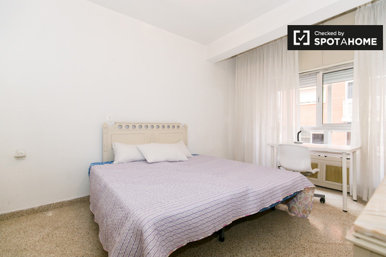 Bright room in 6-bedroom apartment in Ronda, Granada