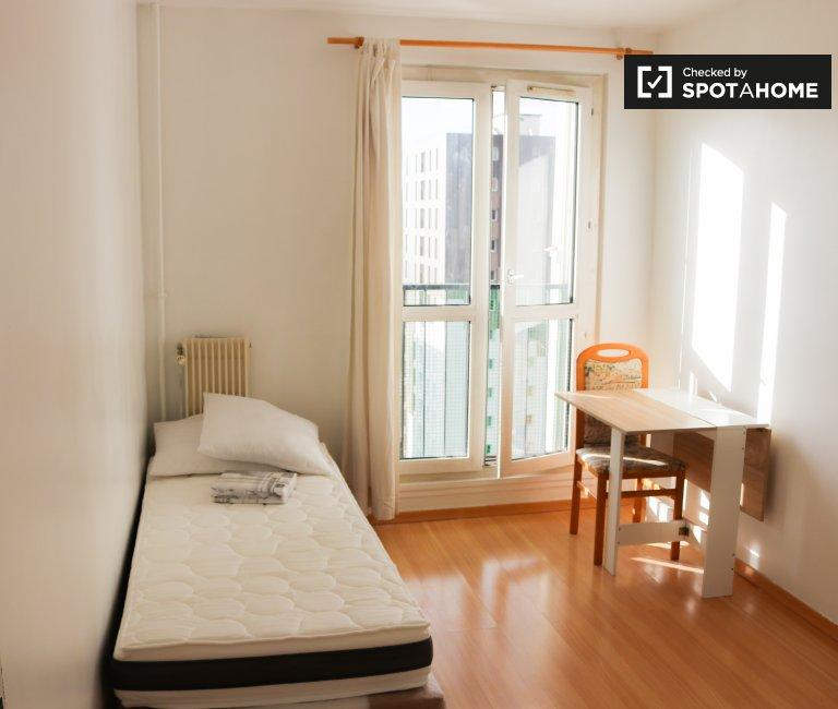 Chambre confortable à louer dans un appartement partagé à Antony, Paris