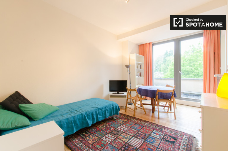 Luminous studio with balcony for rent in Uccle, Brussels