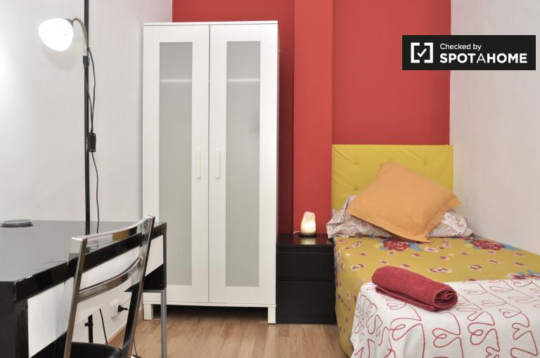 Quarto mobiliado em apartamento compartilhado em Eixample, Barcelona