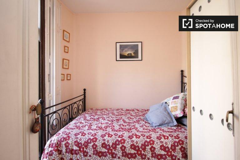 Chambre avec balcon dans un appartement de 3 chambres, Sarrià, Barcelone