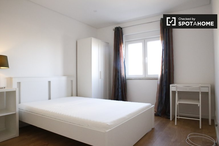 Bright room in 4-bedroom apartment in Benfica, Lisbon