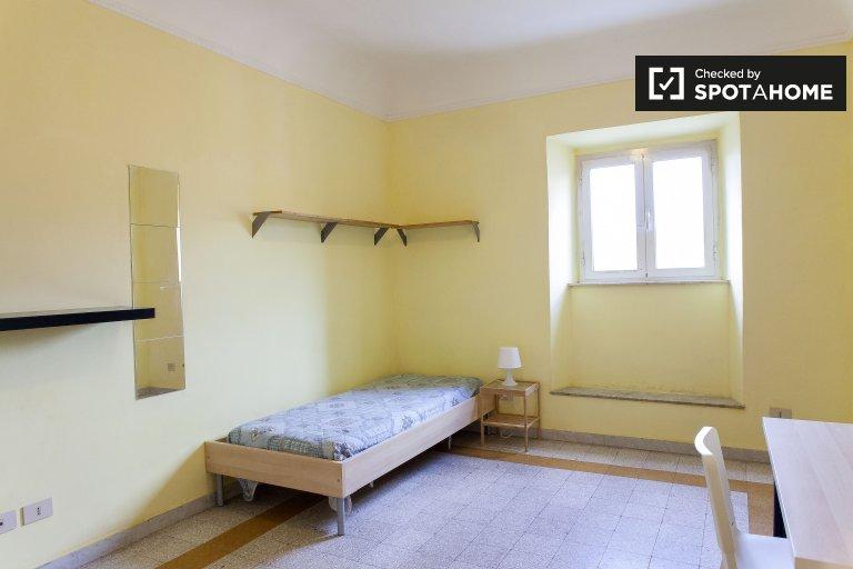 Camera arredata in appartamento con 3 camere da letto in Centro Storico