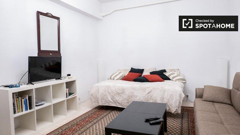 Duży pokój w 3-pokojowym mieszkaniu w Madrycie Centro