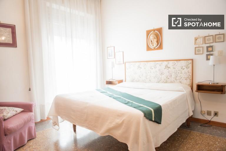 Quarto duplo em apartamento de 2 quartos em Monteverde, Roma