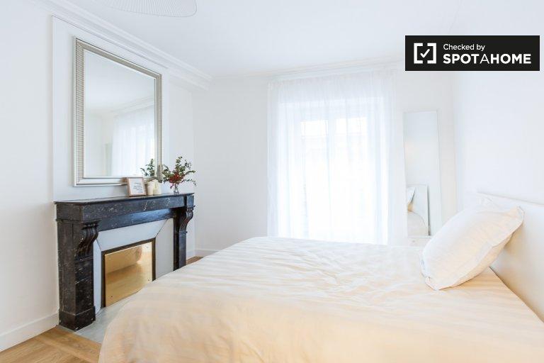 Stylish room 7-bedroom apartment in 9th arrondissement Paris
