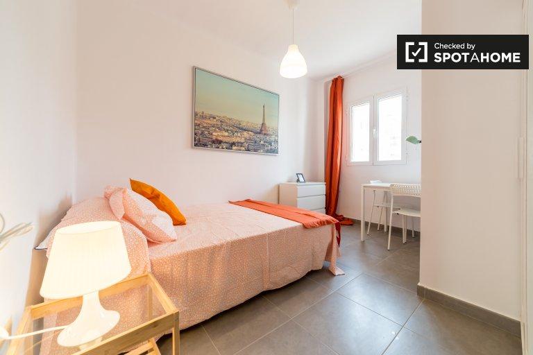 Double Bed in Rooms for rent in sunny 4-bedroom apartment in Algirós