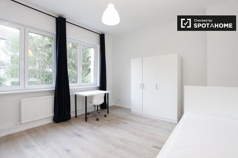 Chambre spacieuse dans un appartement de 3 chambres à Neukölln, Berlin