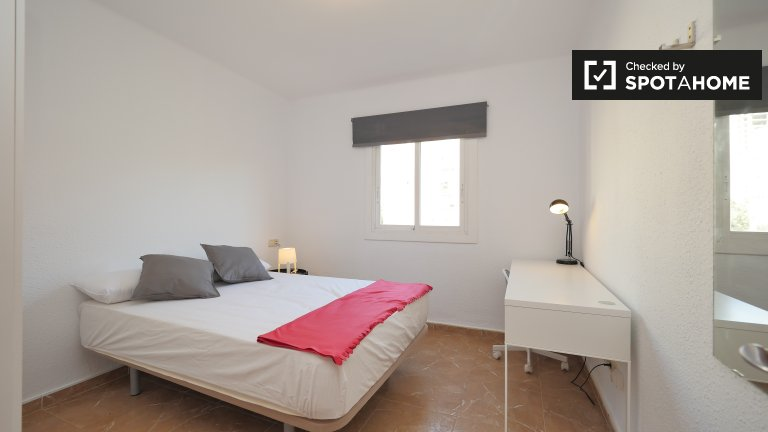 Spacious room in 6-bedroom apartment in Poblenou, Barcelona