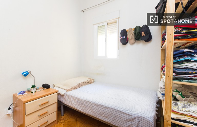 Lively room in 2-bedroom apartment in Chamberí, Madrid