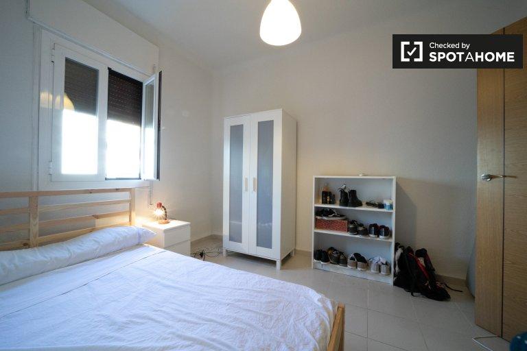Pokój do wynajęcia w apartamencie z 3 sypialniami w Delicias, Madryt