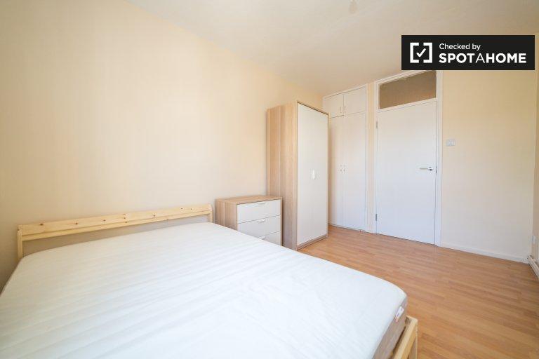 Amplia habitación en un apartamento de 6 dormitorios en Tower Hamlets