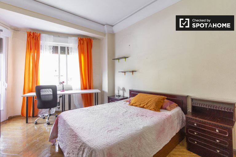 Great shared 5-bedroom apartment in Madrid