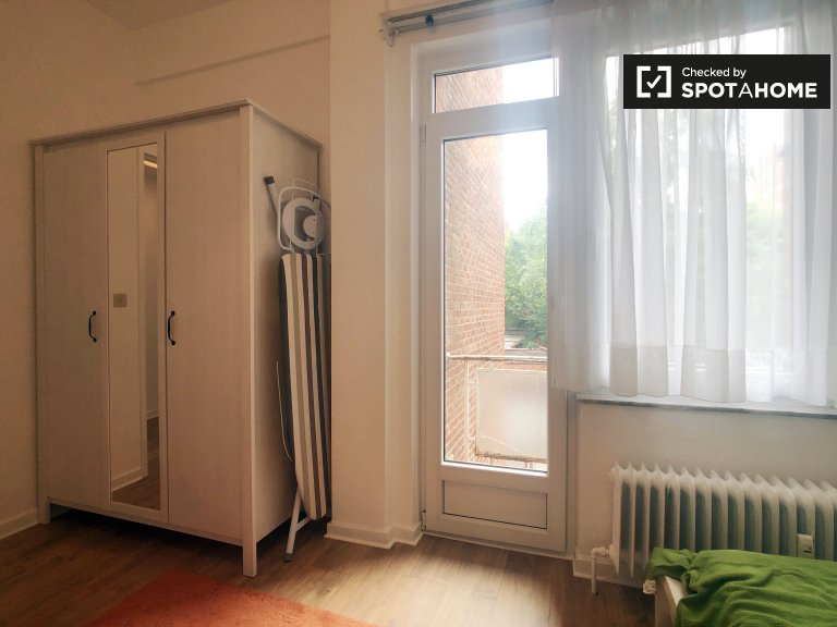 Camera in affitto in appartamento con 2 camere da letto a Woluwe St. Lambert