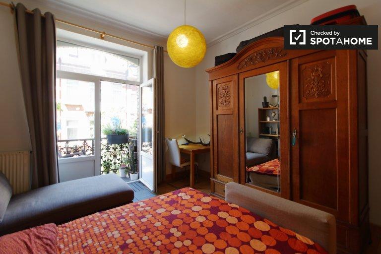 Lindo quarto para alugar em apartamento de 2 quartos, Saint-Gilles